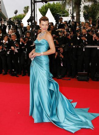 Robe-de-mariee-tapis-rouge-cannes-vogue-KCS-Milla-Jovovich