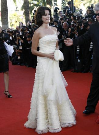 Robe-de-mariee-tapis-rouge-cannes-vogue-KCS-Penelop-Cruz